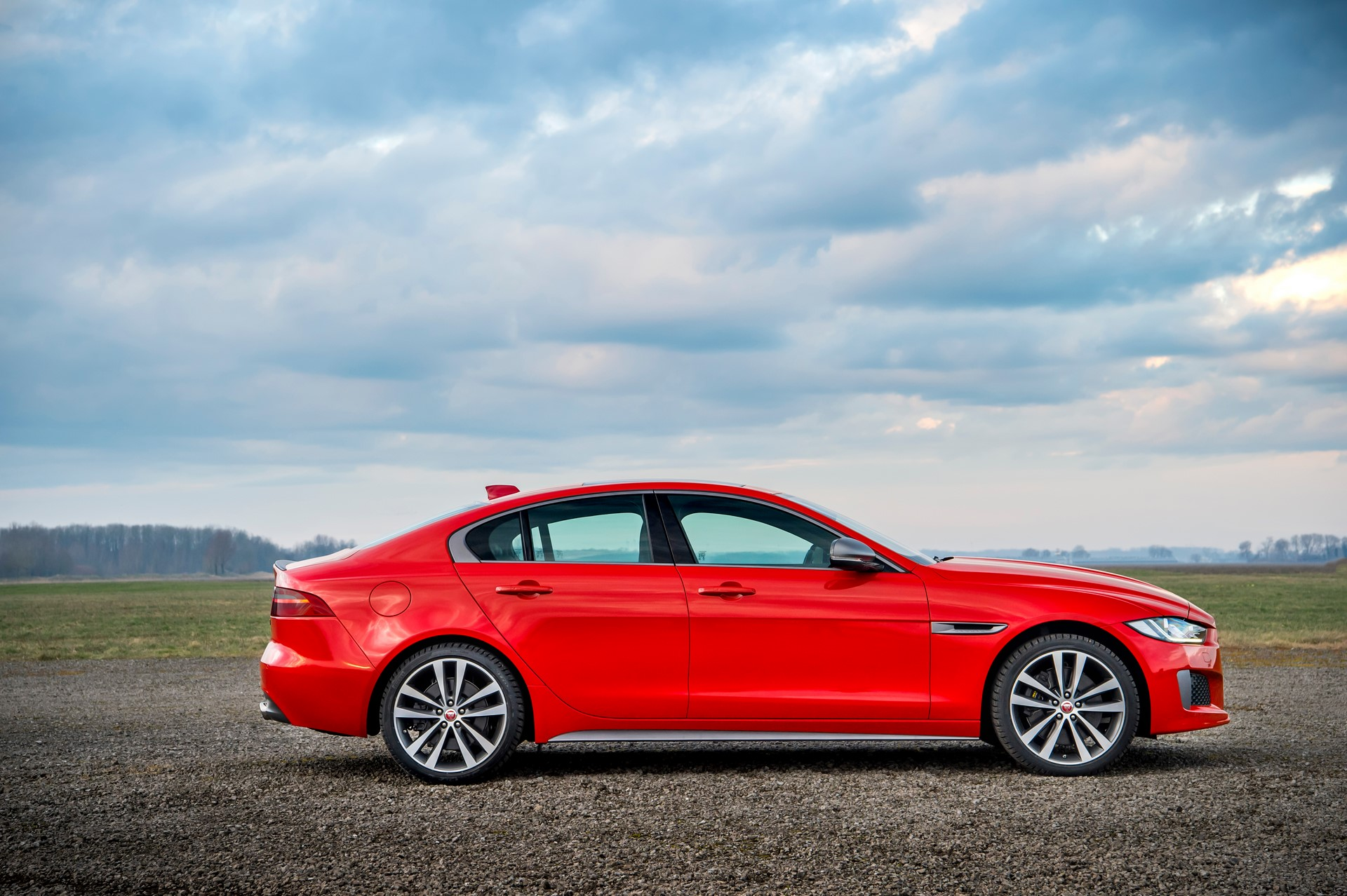Jaguar XE and XF 300 Sport 2019 (5)