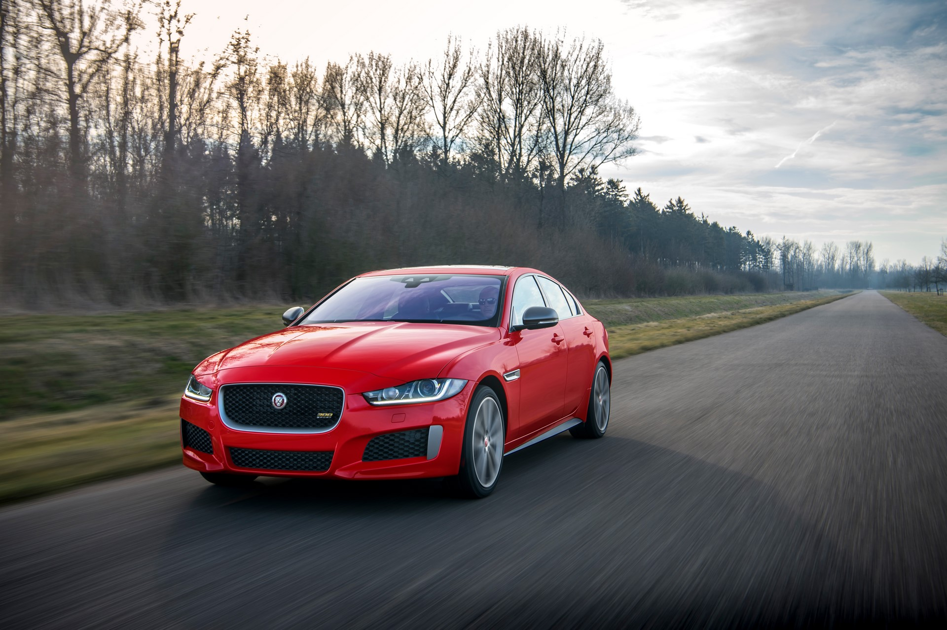 Jaguar XE and XF 300 Sport 2019 (8)
