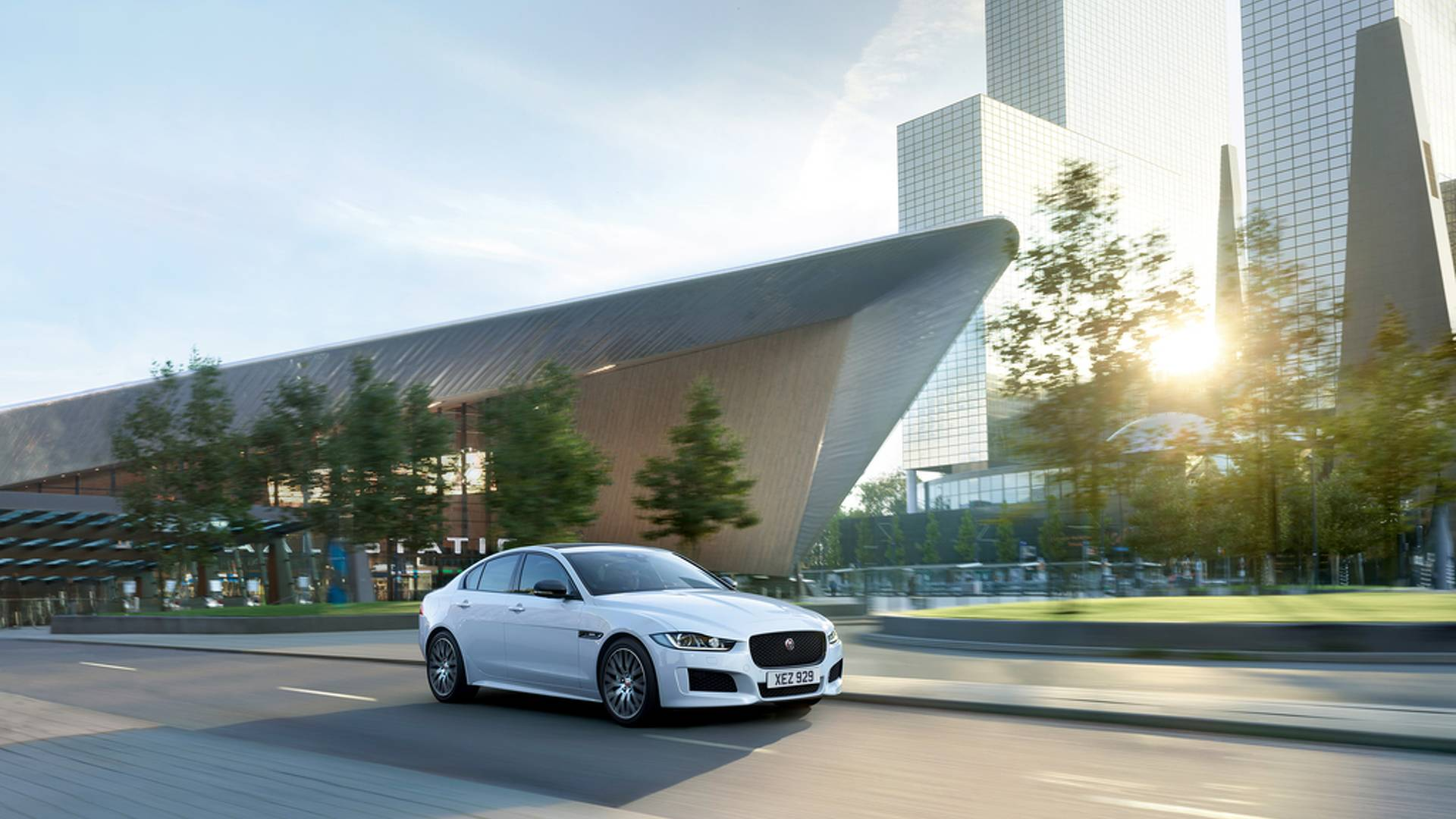 2019-jaguar-xe-landmark-edition (2)