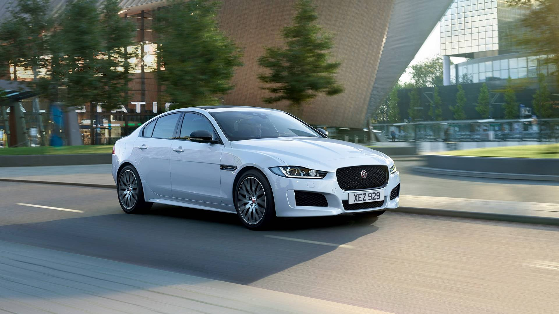 2019-jaguar-xe-landmark-edition