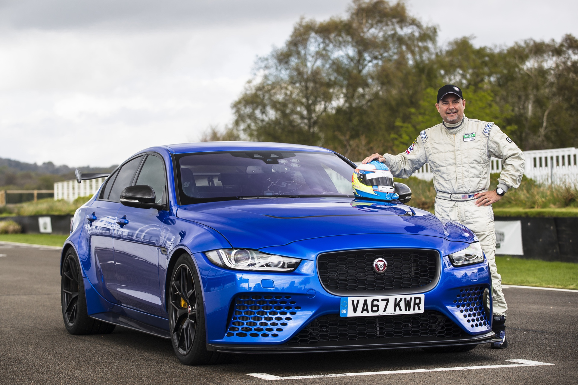 Jaguar_XE-SV_Project_8_at_Goodwood_0006