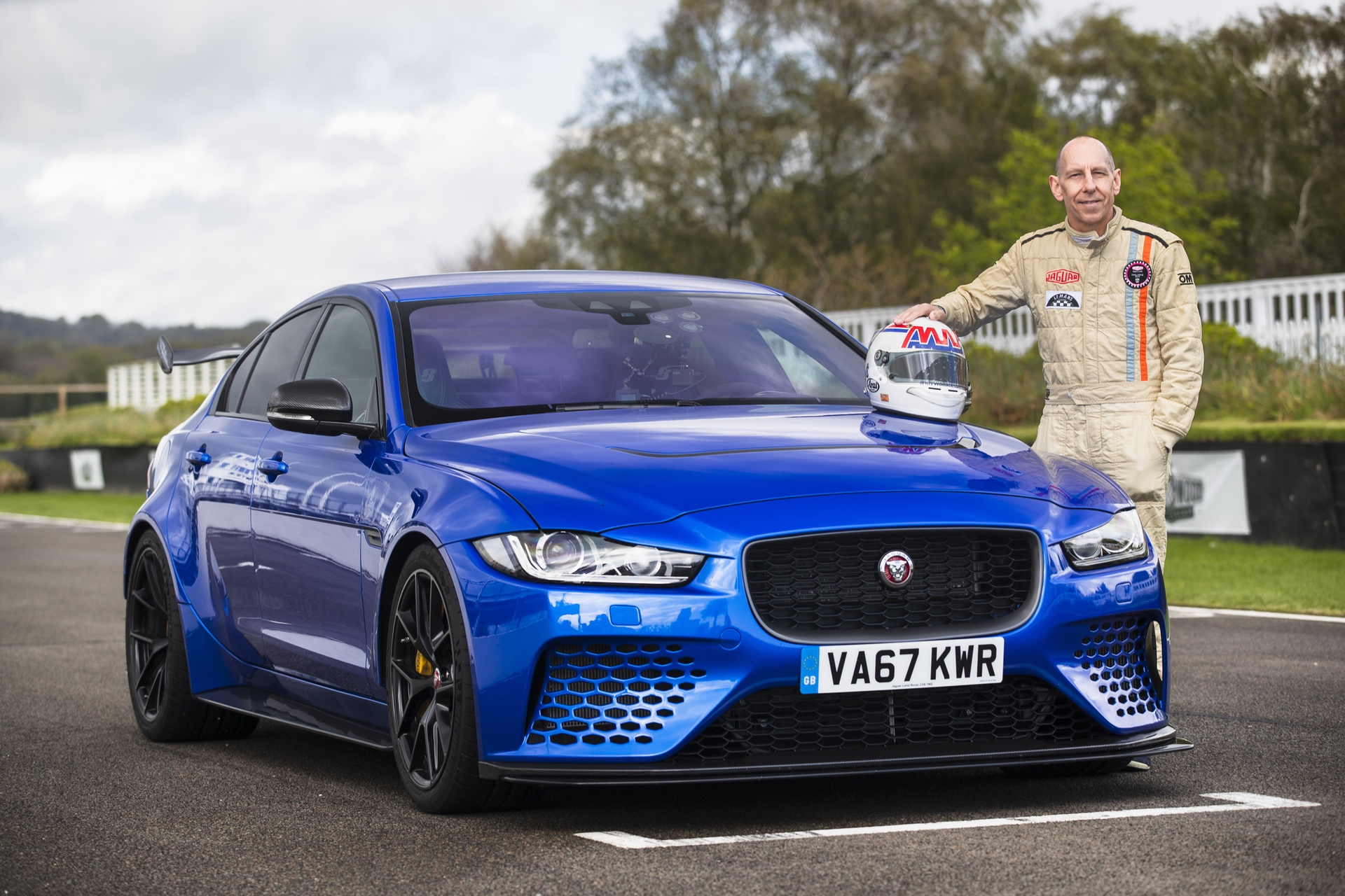 Jaguar_XE-SV_Project_8_at_Goodwood_0007