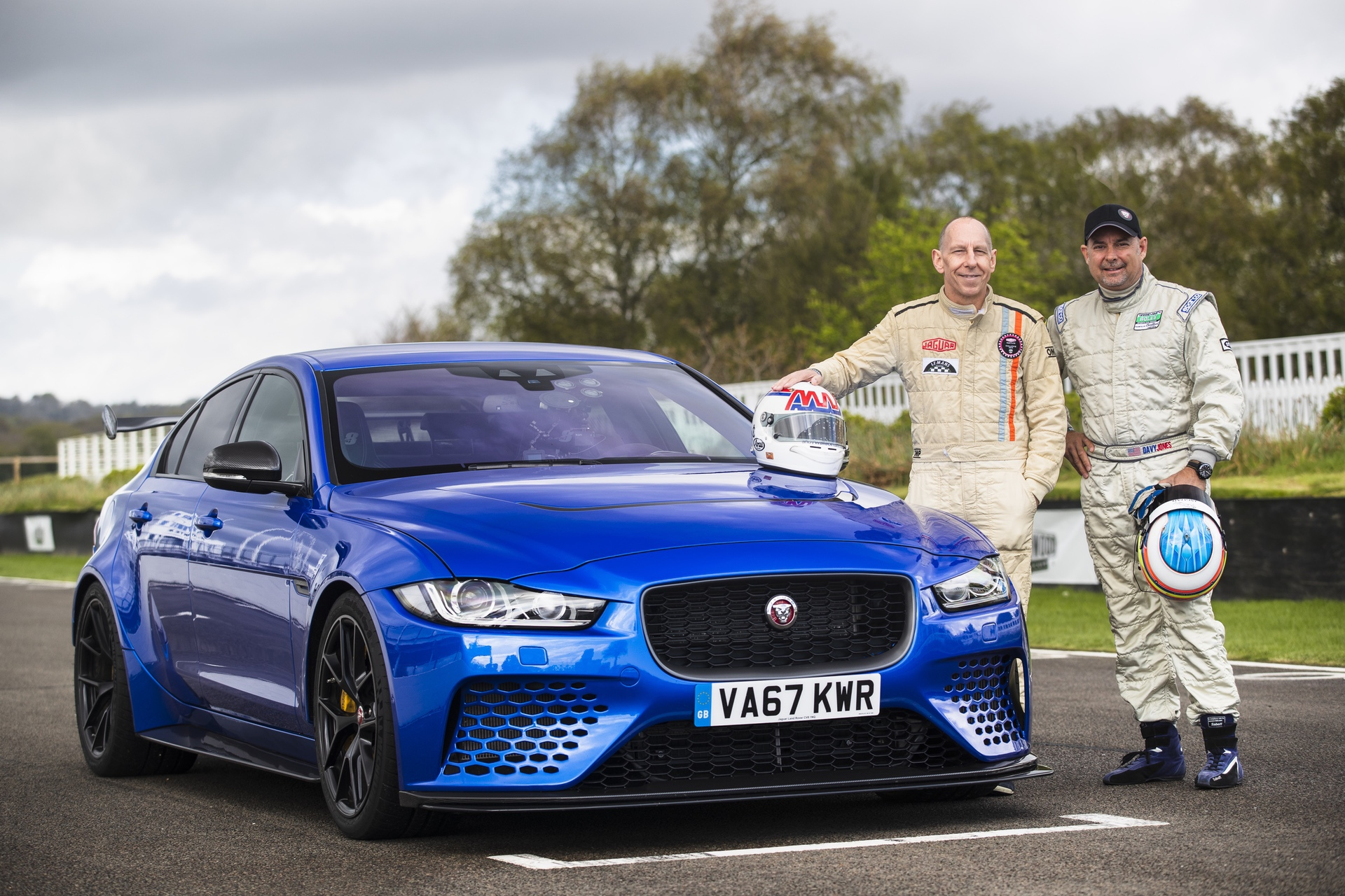 Jaguar_XE-SV_Project_8_at_Goodwood_0008