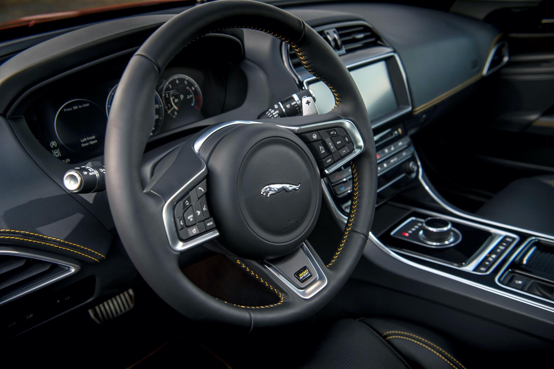 Jaguar_XE_300_Sport_0016