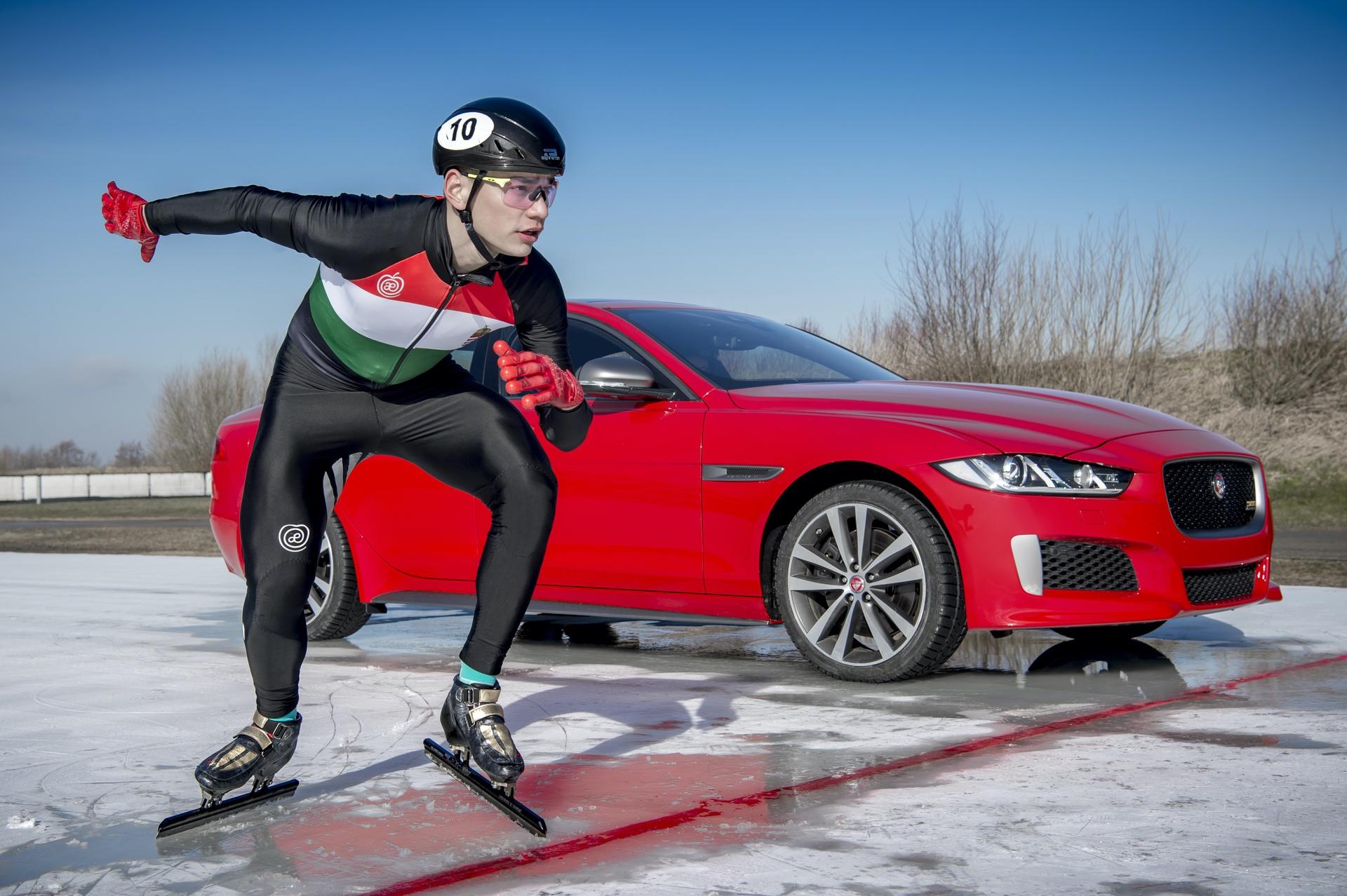 Jaguar_XE_300_Sport_0018