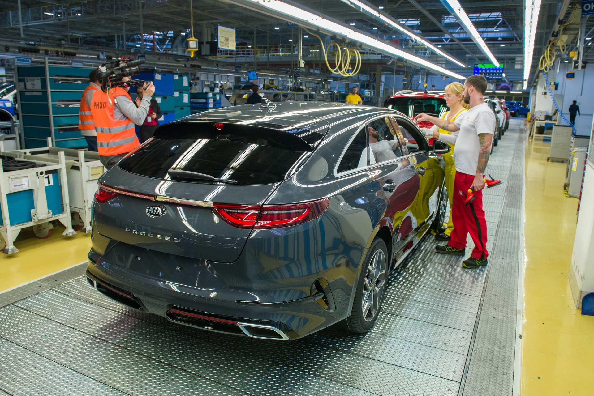 Kia_ProCeed_Production_0006