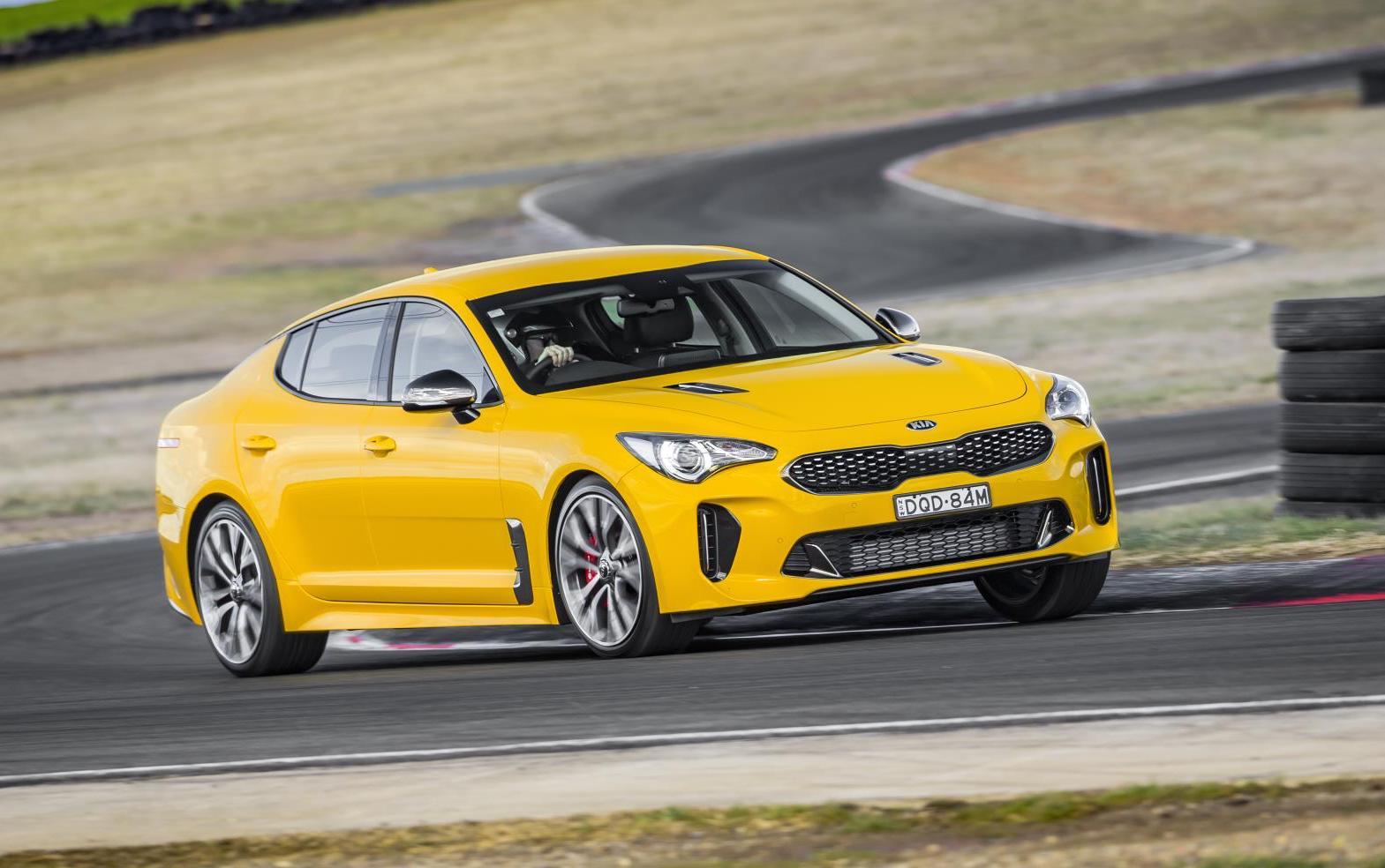 2018-Kia-Stinger-Si-yellow