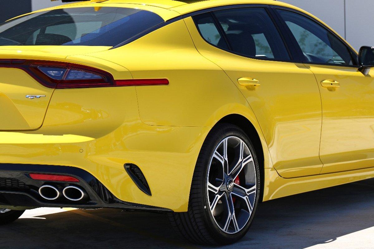 Kia-Stinger-Sunset-Yellow-3