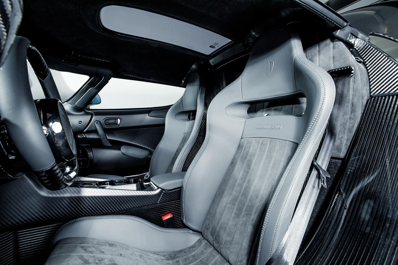 Koenigsegg_Naked_Carbon_Regera_0000
