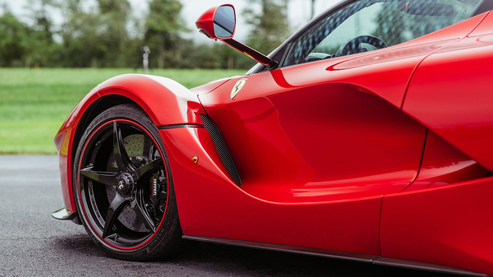 LaFerrari and LaFerrari Aperta in auction (14)