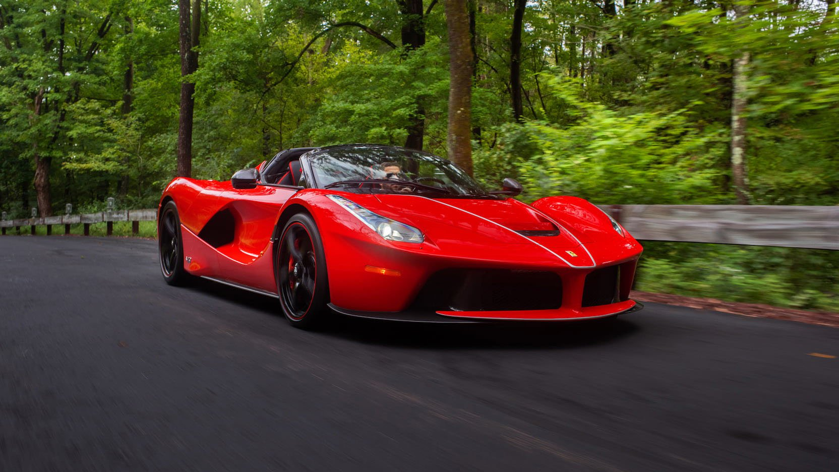 LaFerrari and LaFerrari Aperta in auction (25)