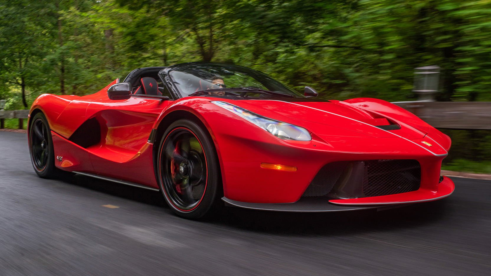LaFerrari and LaFerrari Aperta in auction (26)