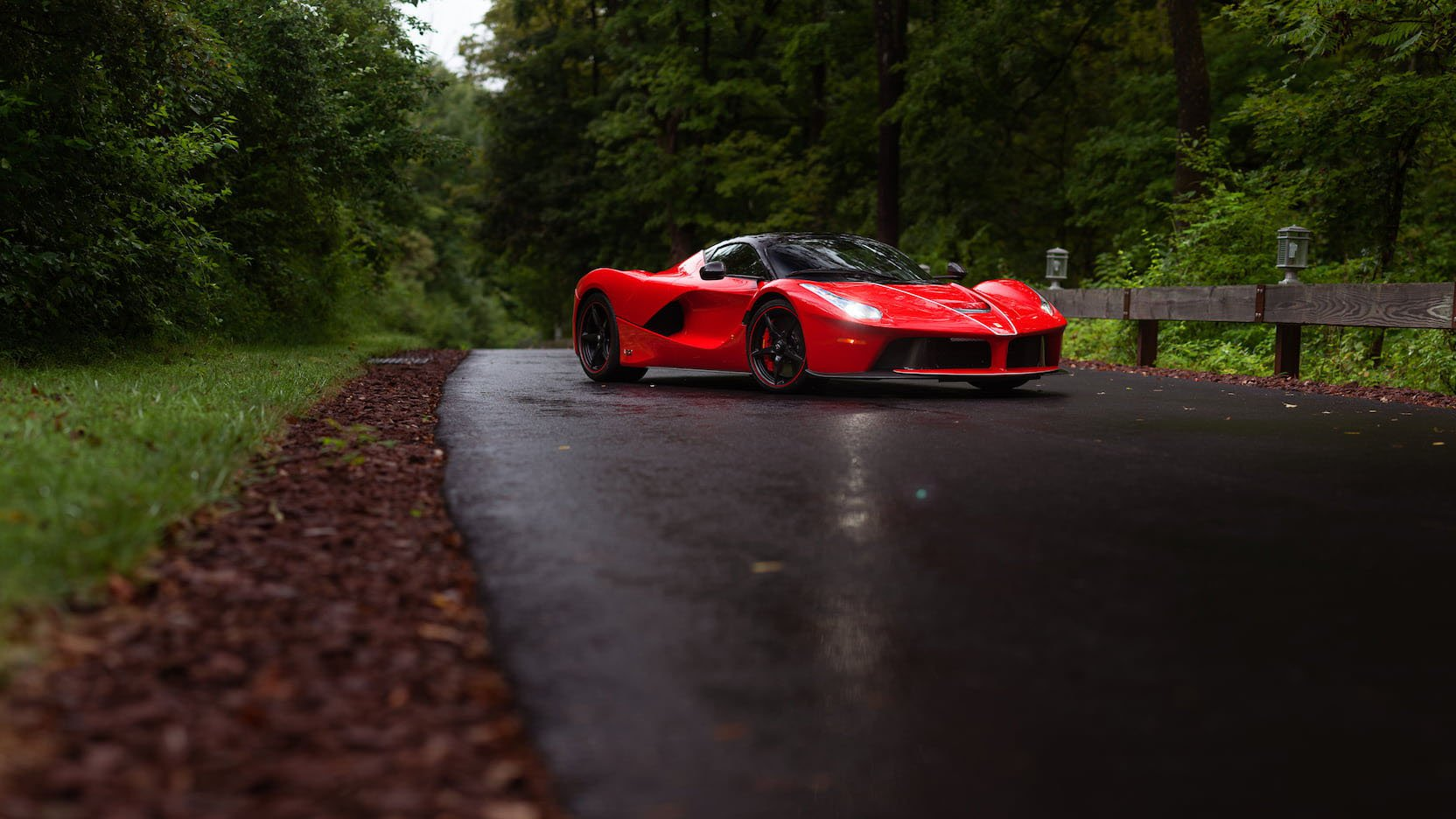 LaFerrari and LaFerrari Aperta in auction (27)