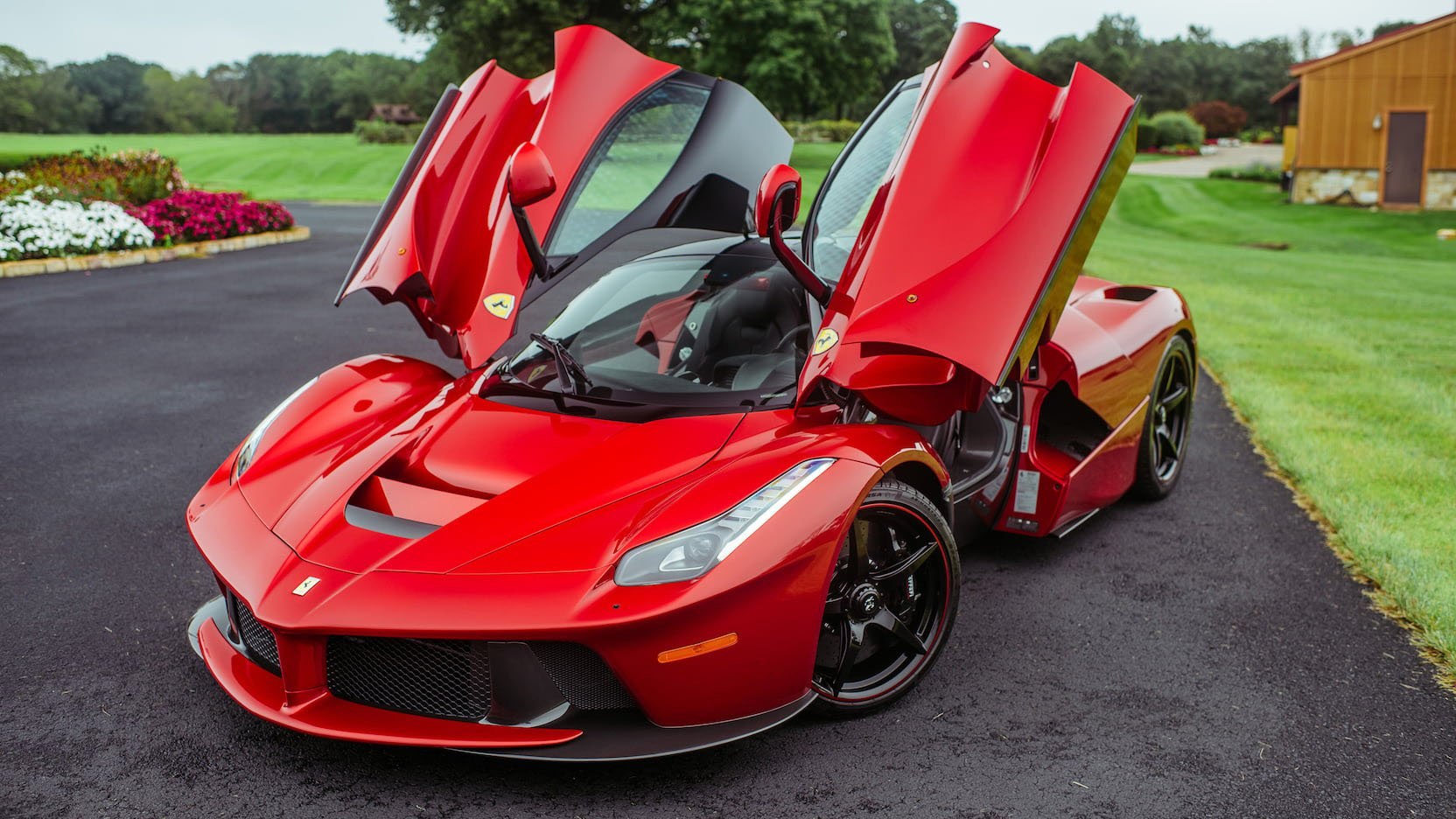 LaFerrari and LaFerrari Aperta in auction (3)