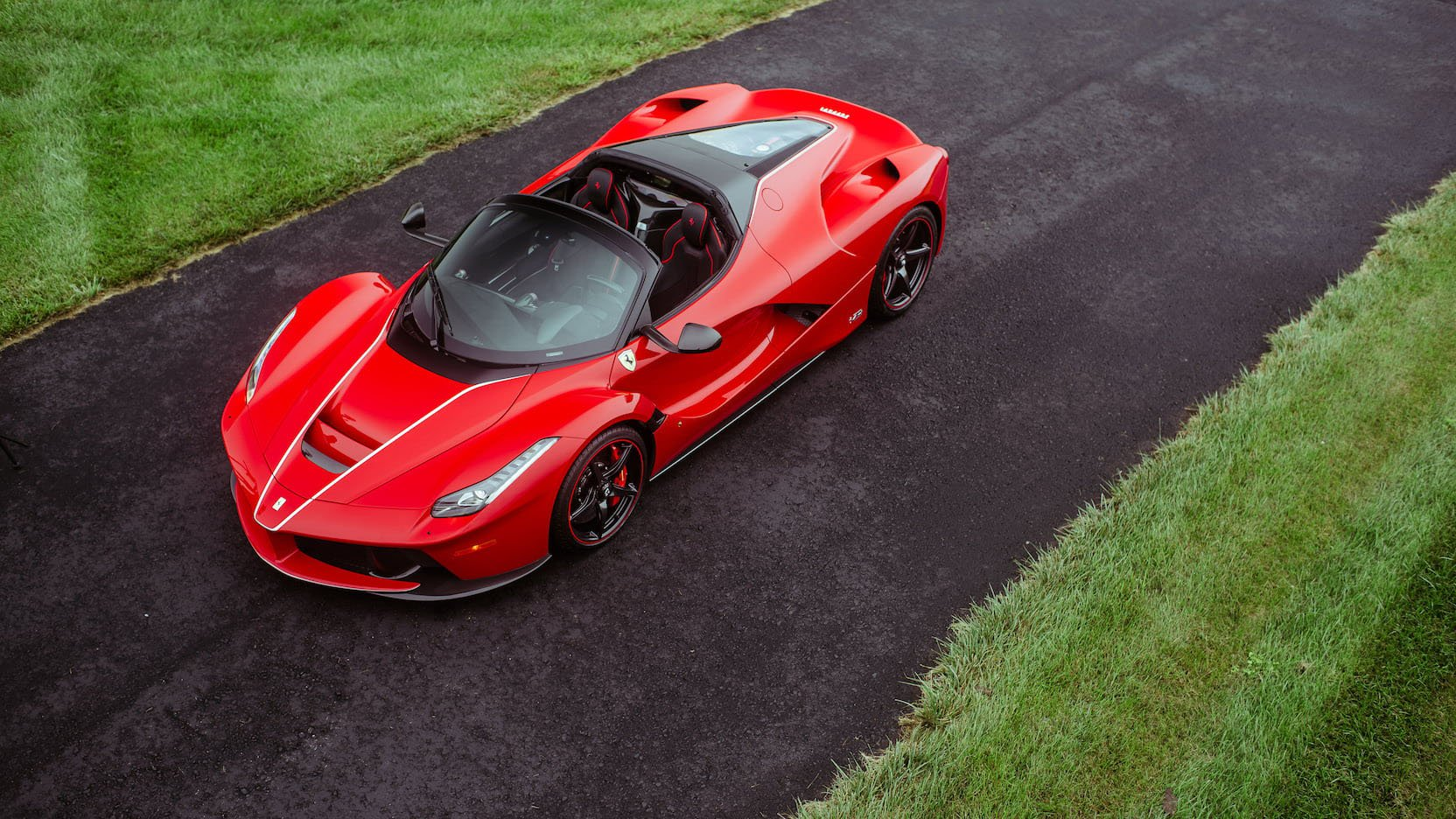 LaFerrari and LaFerrari Aperta in auction (33)