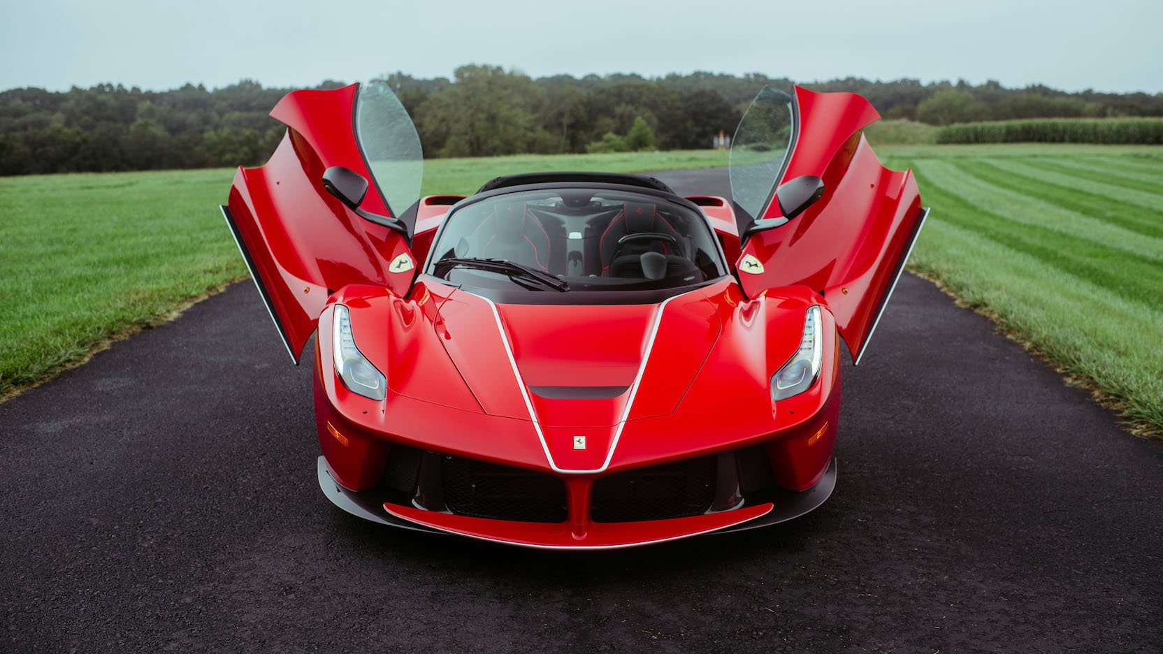 LaFerrari and LaFerrari Aperta in auction (35)