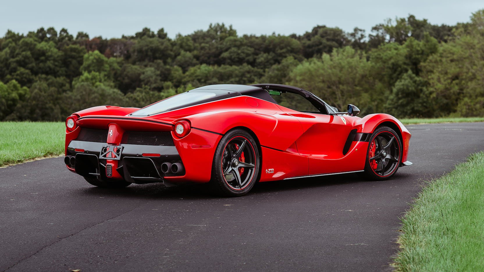 LaFerrari and LaFerrari Aperta in auction (41)