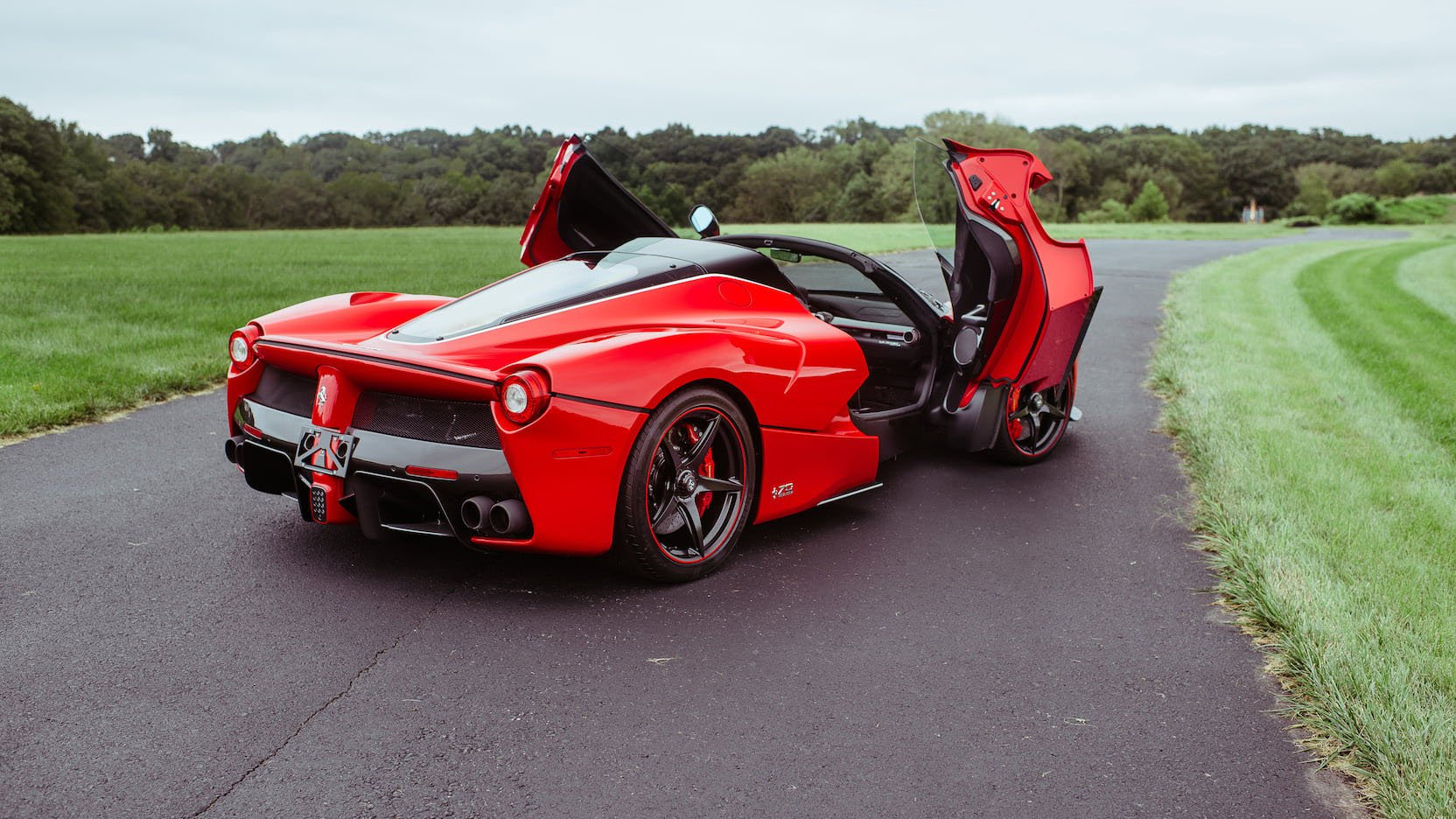 LaFerrari and LaFerrari Aperta in auction (42)