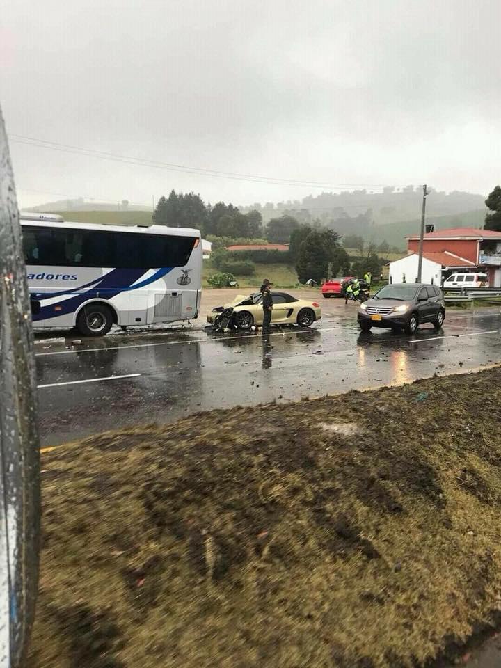 Lamborghini Gallardo Superleggera and McLaren 650S crash (1)