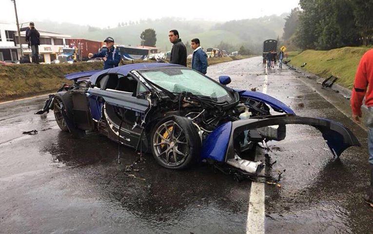 Lamborghini Gallardo Superleggera and McLaren 650S crash (11)