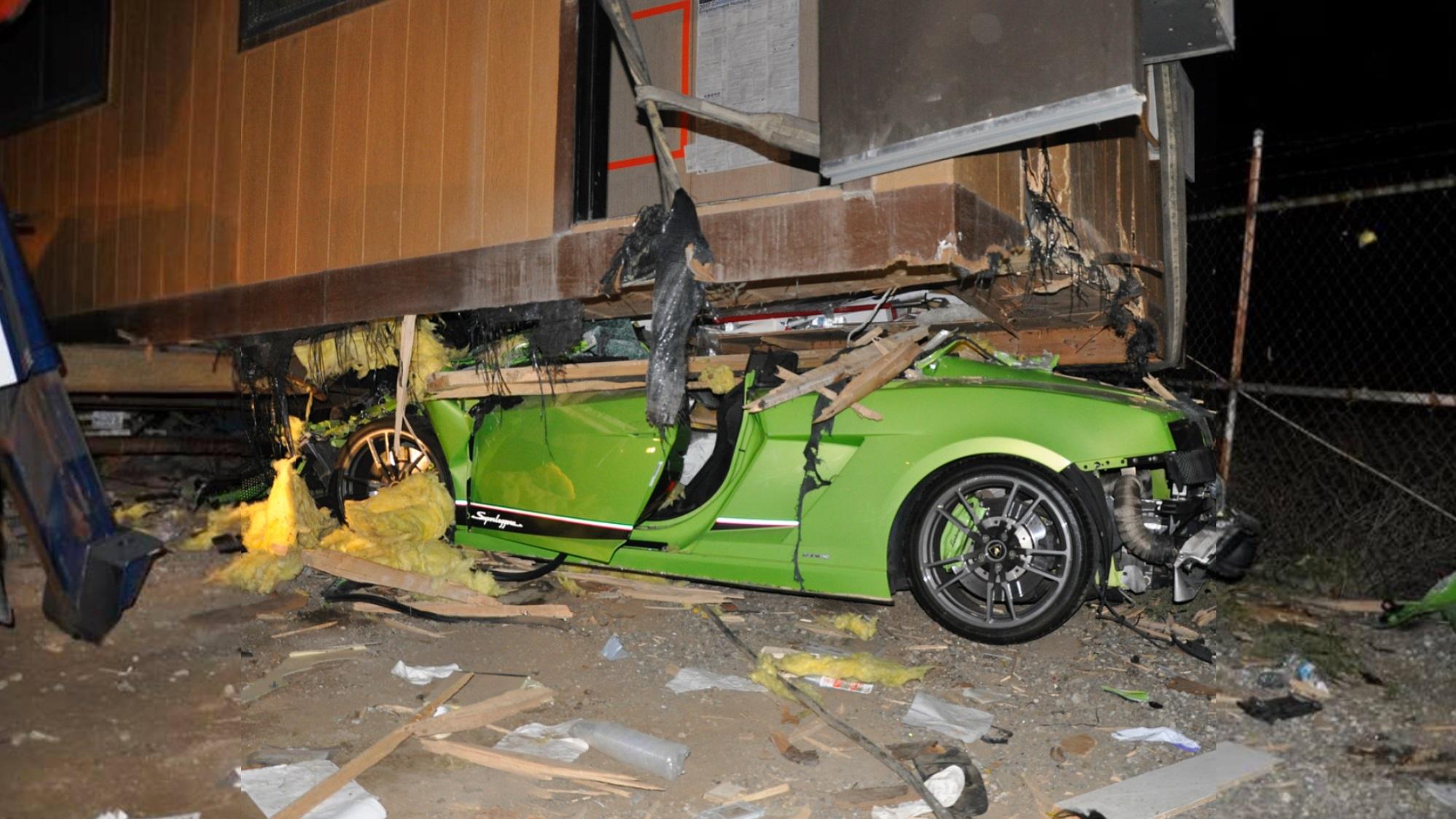 Lamborghini Gallardo Superleggera and McLaren 650S crash (12)