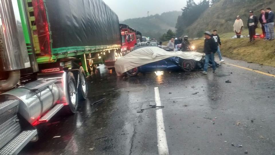 Lamborghini Gallardo Superleggera and McLaren 650S crash (2)