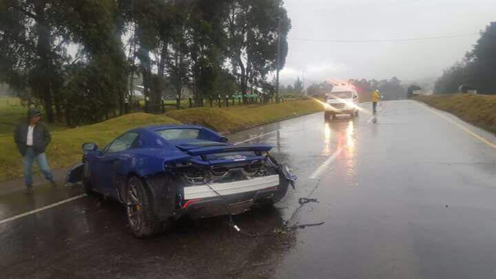 Lamborghini Gallardo Superleggera and McLaren 650S crash (5)