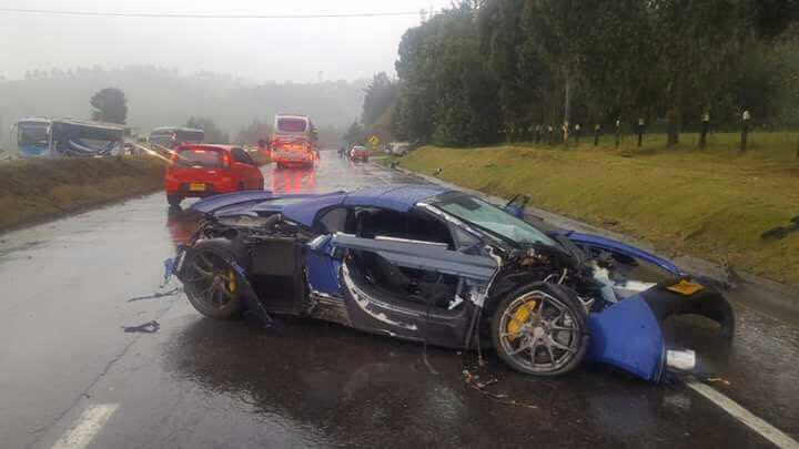Lamborghini Gallardo Superleggera and McLaren 650S crash (7)