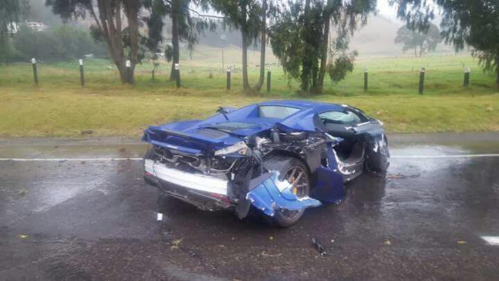Lamborghini Gallardo Superleggera and McLaren 650S crash (8)