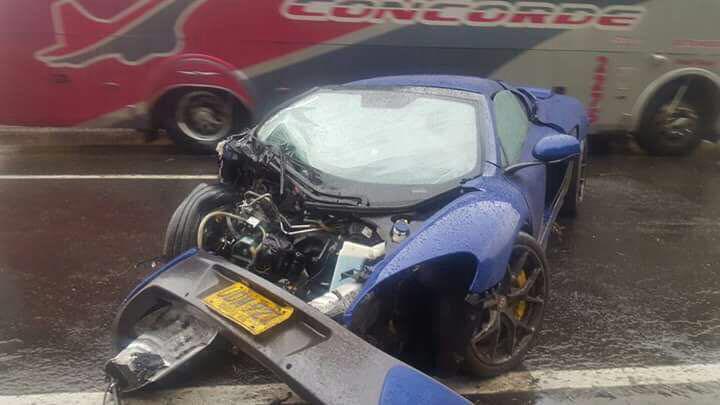 Lamborghini Gallardo Superleggera and McLaren 650S crash (9)
