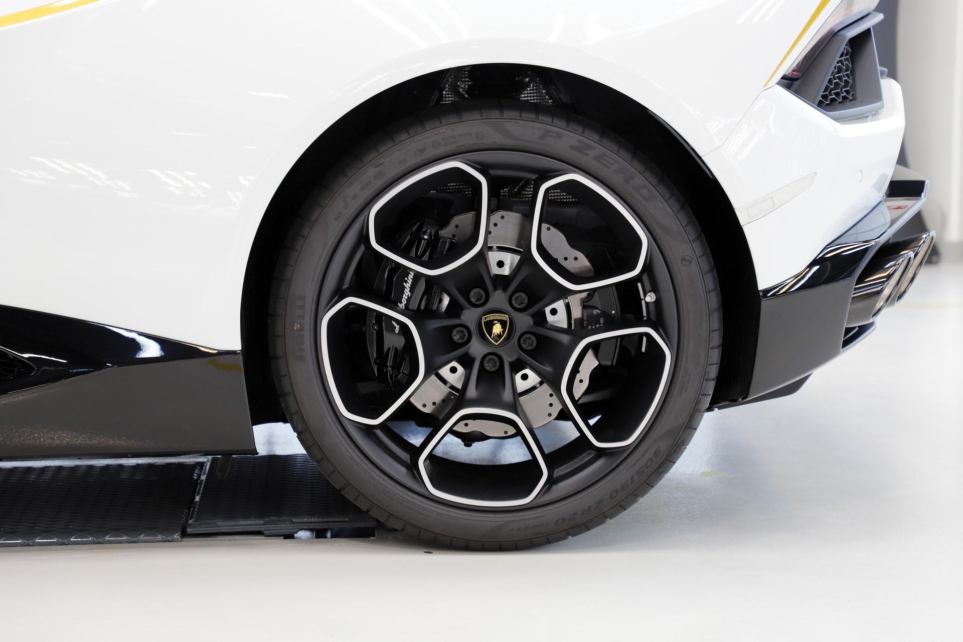 2018-Lamborghini-Huracan-RWD-Coupe_10