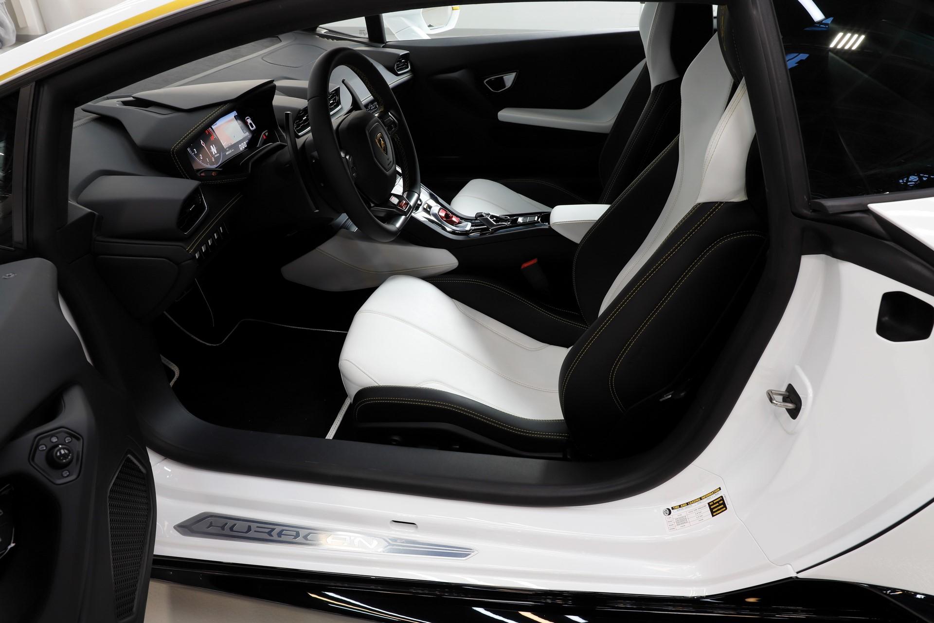 2018-Lamborghini-Huracan-RWD-Coupe_12