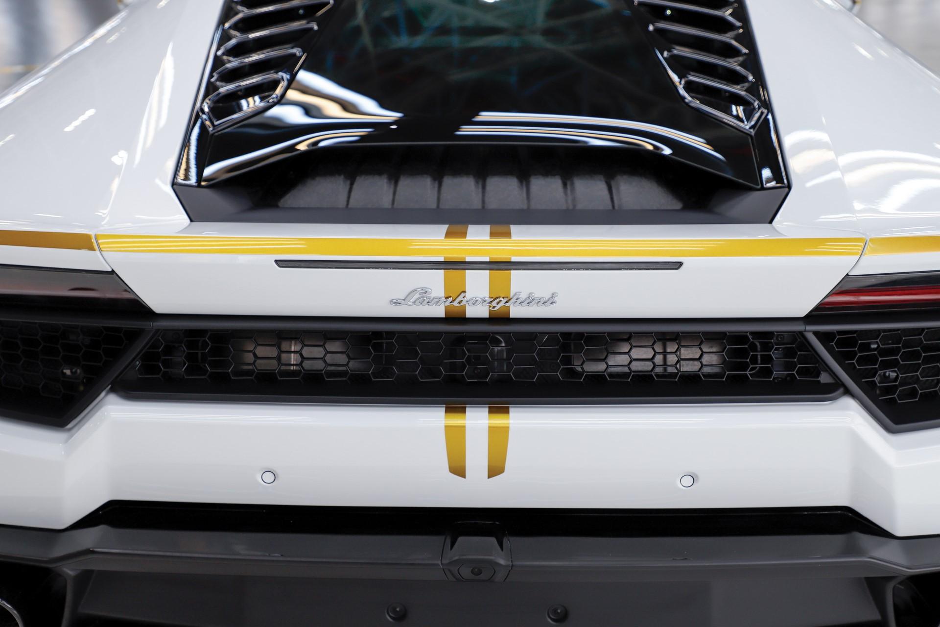 2018-Lamborghini-Huracan-RWD-Coupe_13