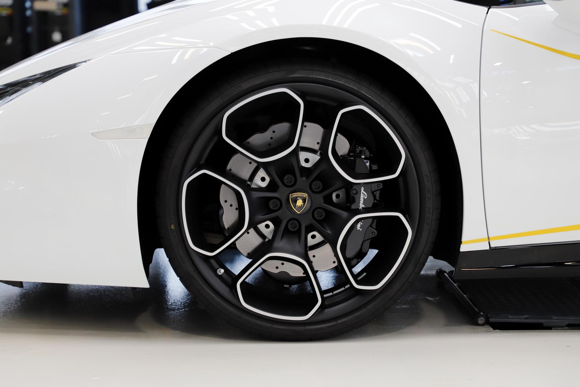2018-Lamborghini-Huracan-RWD-Coupe_15