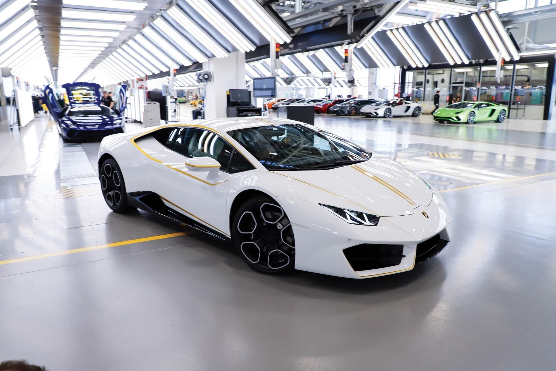 2018-Lamborghini-Huracan-RWD-Coupe_16