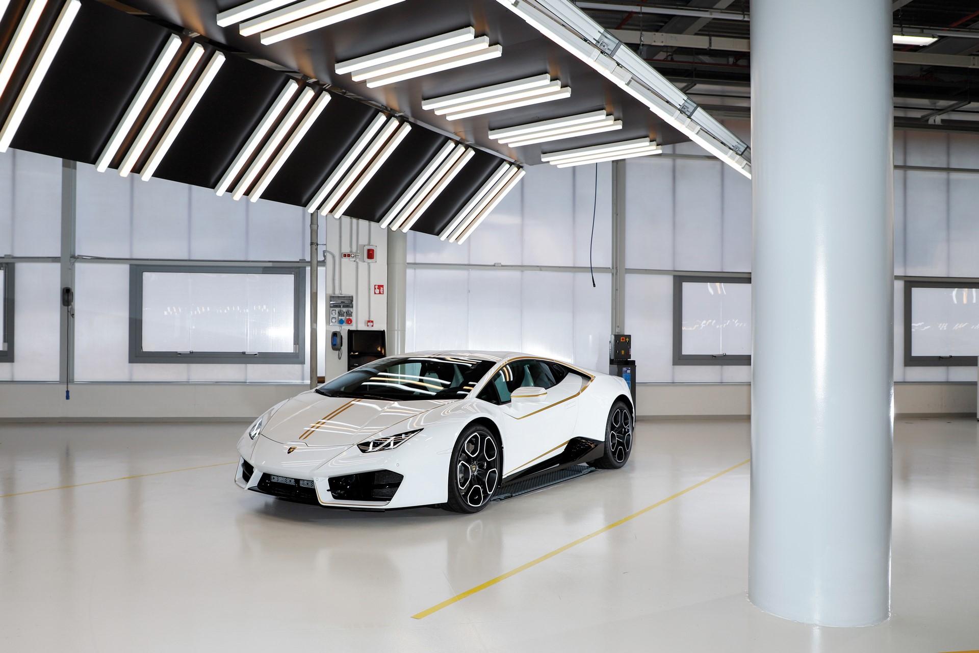 2018-Lamborghini-Huracan-RWD-Coupe_17