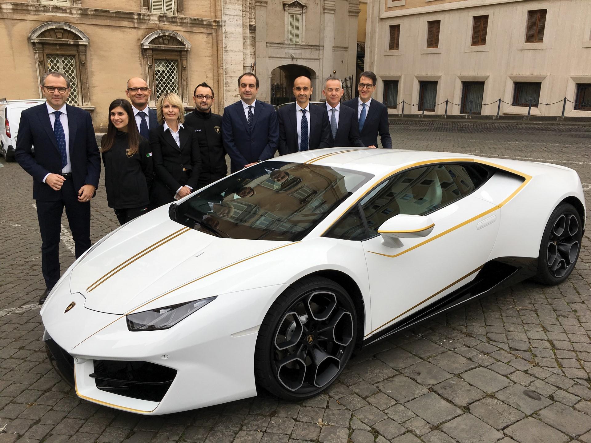 2018-Lamborghini-Huracan-RWD-Coupe_19