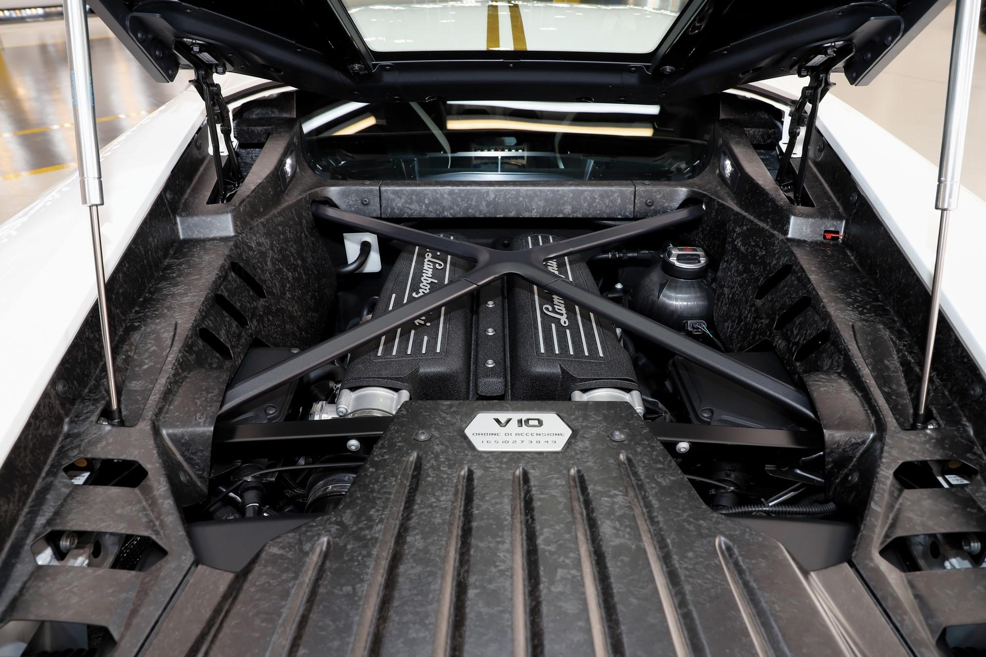 2018-Lamborghini-Huracan-RWD-Coupe_5