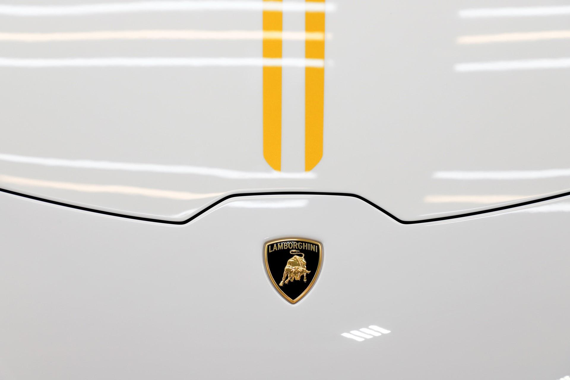 2018-Lamborghini-Huracan-RWD-Coupe_8