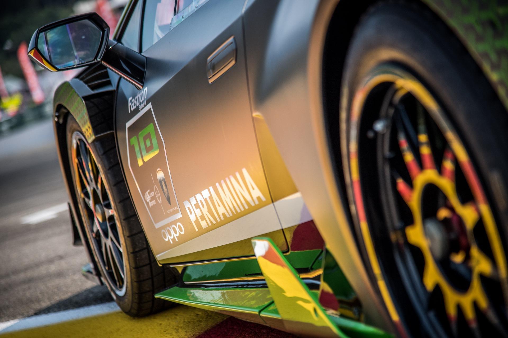 Lamborghini_Huracan_Super_Trofeo_Evo_10th_Edition_0002