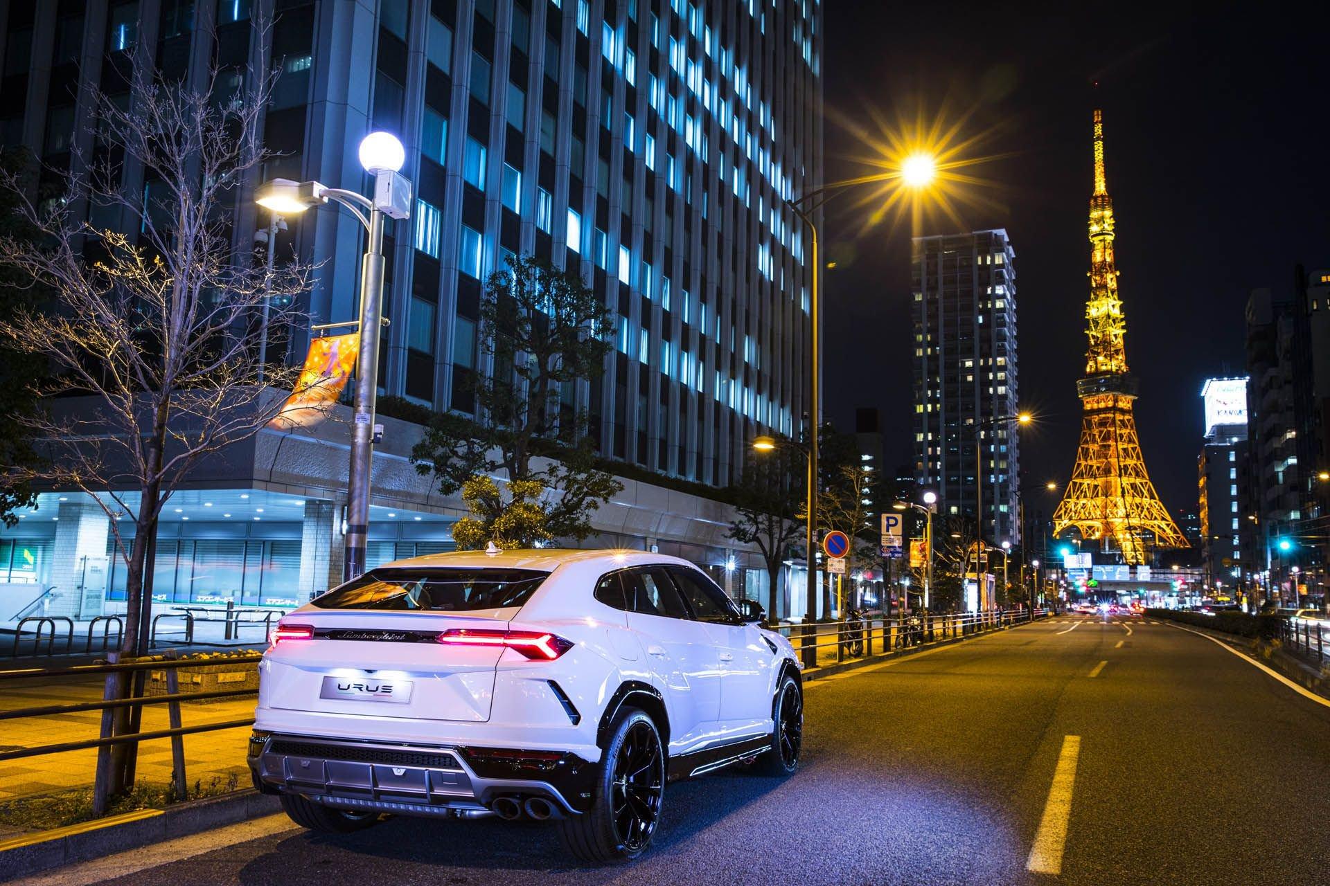 Lamborghini_Urus_world_tour_0000