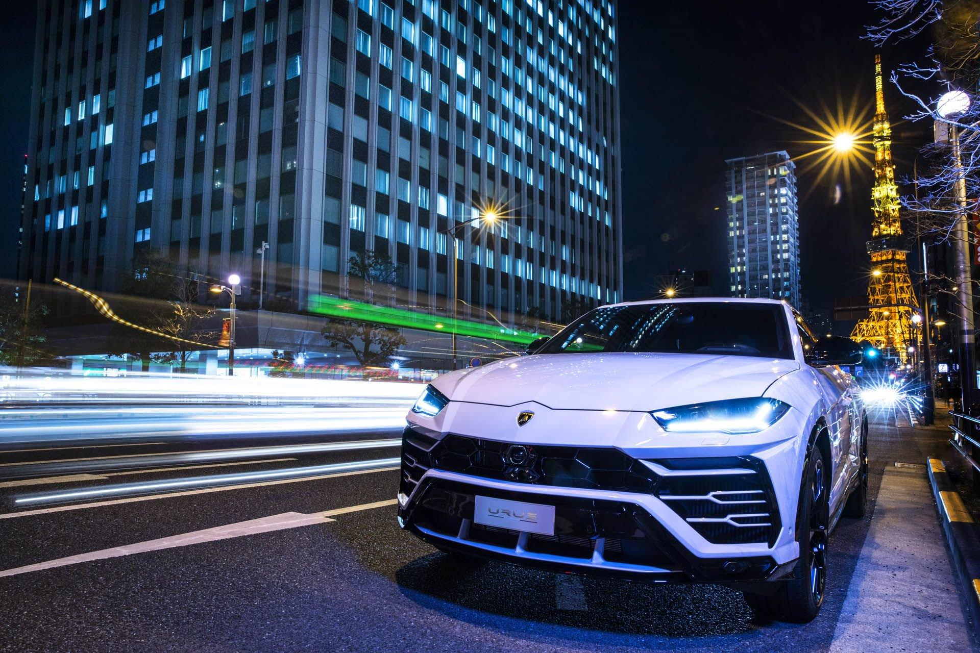Lamborghini_Urus_world_tour_0002