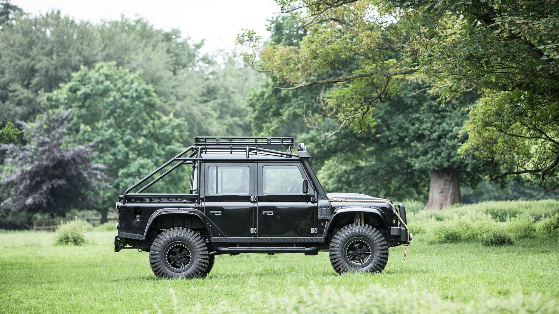 land-rover-defender-svx-from-james-bond-spectre-film (25)