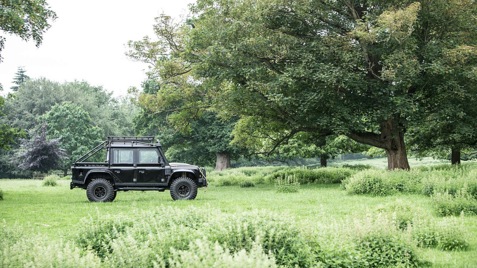land-rover-defender-svx-from-james-bond-spectre-film (27)