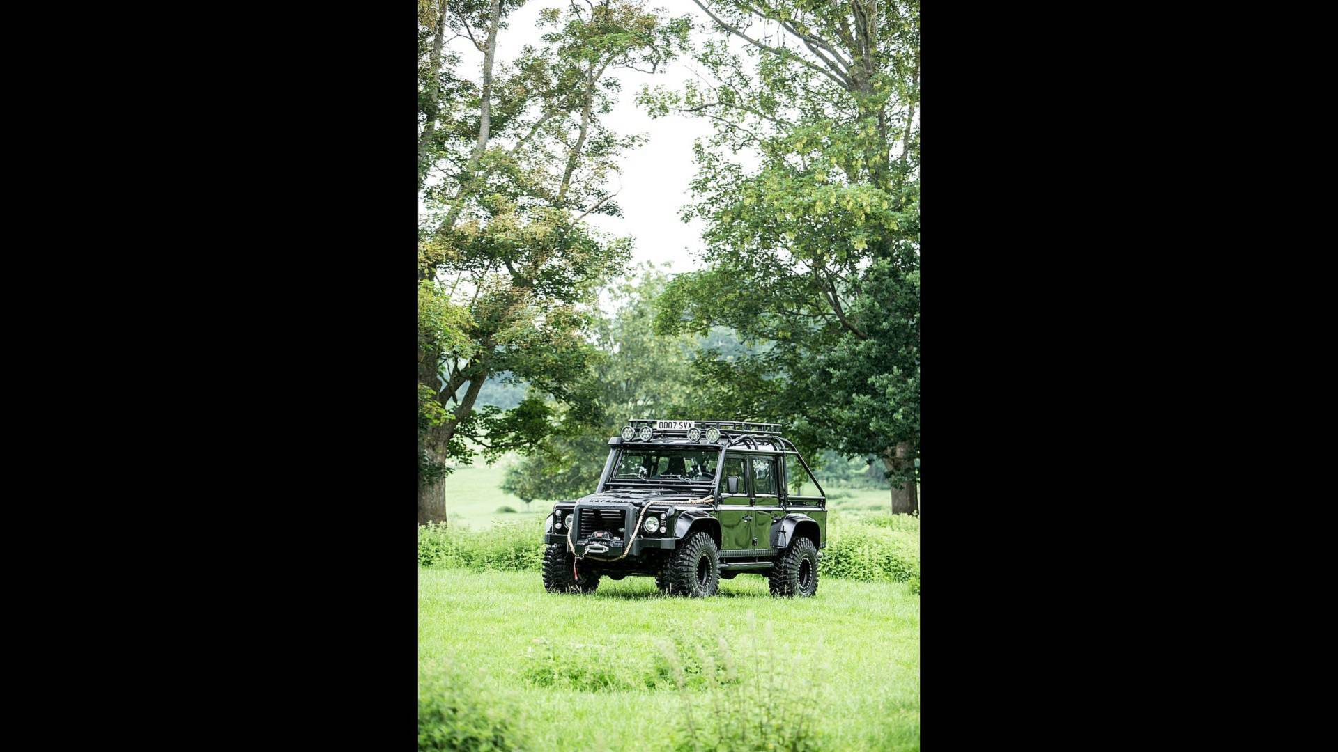 land-rover-defender-svx-from-james-bond-spectre-film (28)