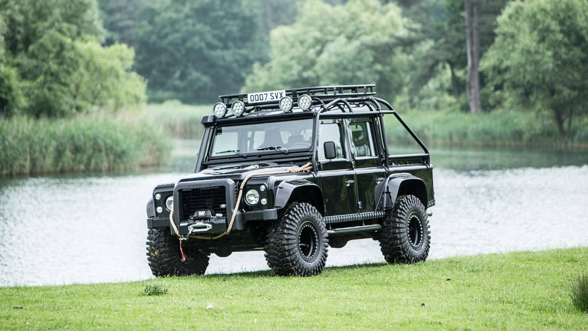 land-rover-defender-svx-from-james-bond-spectre-film (29)