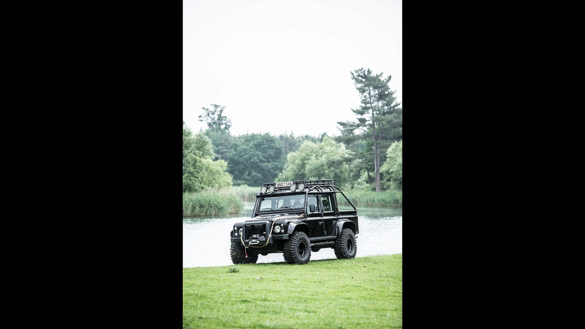 land-rover-defender-svx-from-james-bond-spectre-film (31)