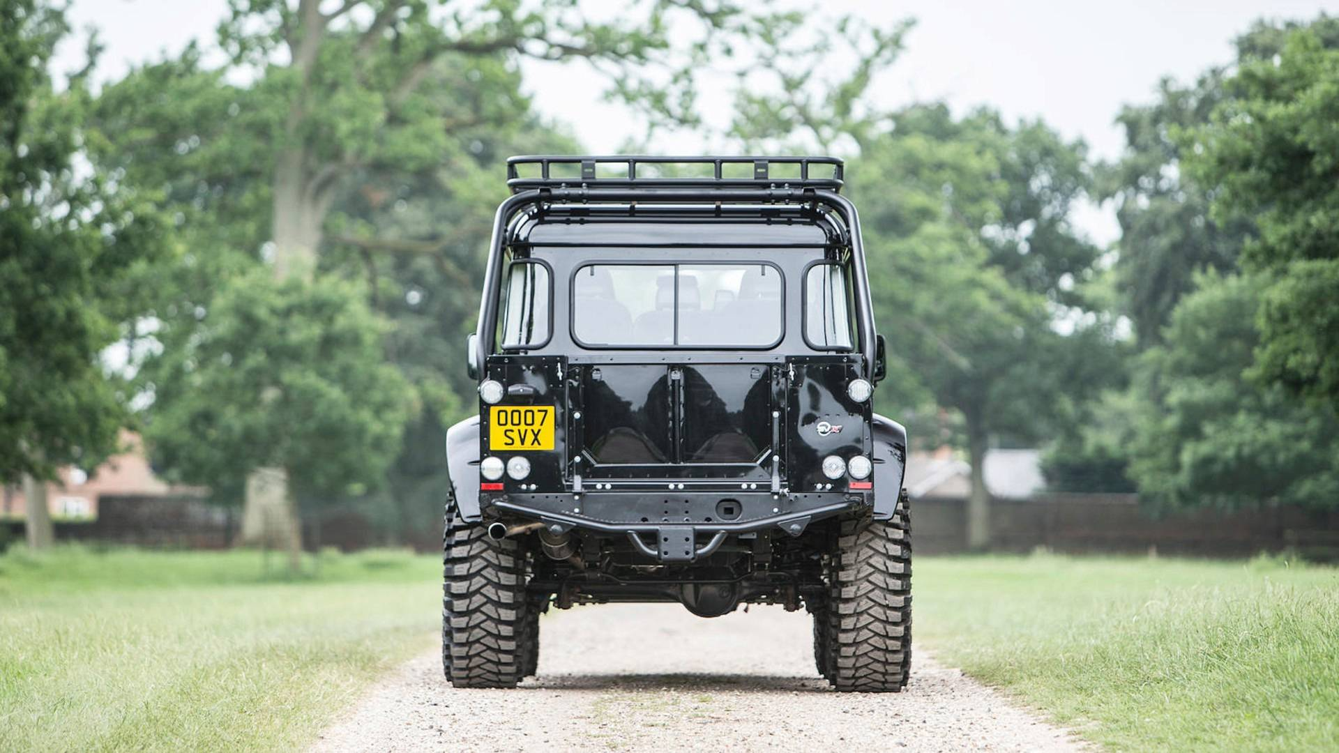 land-rover-defender-svx-from-james-bond-spectre-film (9)