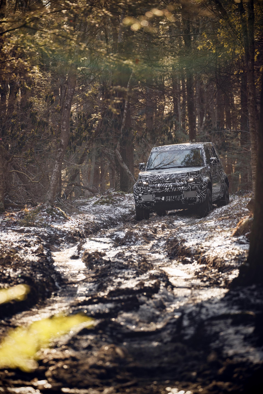 Land_Rover_Defender_tests_0000