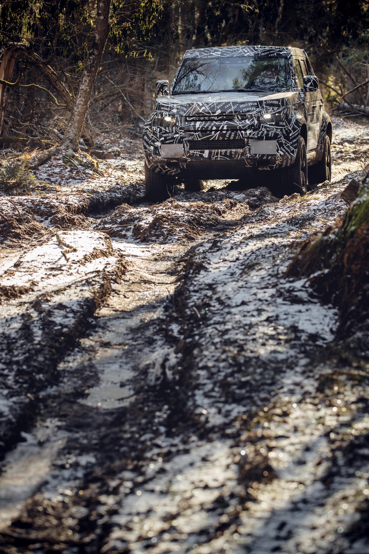 Land_Rover_Defender_tests_0008